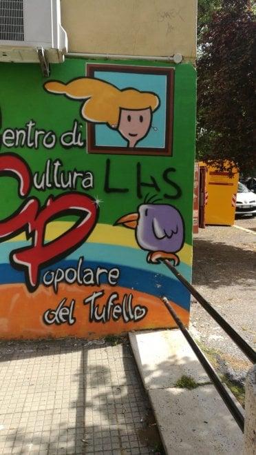 Roma, minacce e croci celtiche su muri centro culturale Tufello