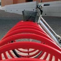 Roma, rastrelliere bici vicino scuole, metro e uffici pubblici. Raggi: