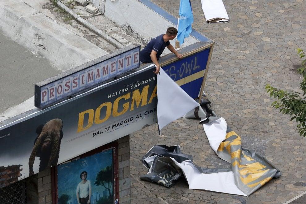 Locandine dismesse, poltrone portate via: la smobilitazione del cinema Maestoso a Roma