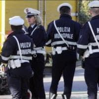 Roma, crolla un albero a San Giovanni: due auto danneggiate