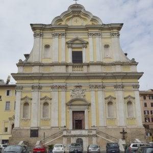 Roma, busta sospetta in confessionale: parroco chiama carabinieri. C'erano 36mila euro