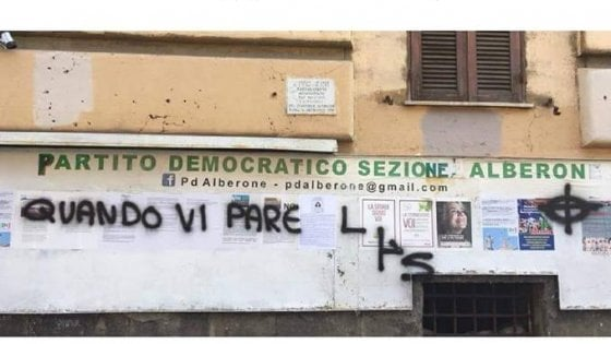 """Roma, croce celtica sulla  sede Pd all'Alberone. """"Affronto fascista"""""""