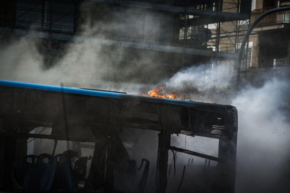 Vaticano, in fiamme un bus Atac in piazza Pio XI