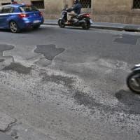 Roma, cinquemila fratture in più: ecco i costi sanitari delle buche