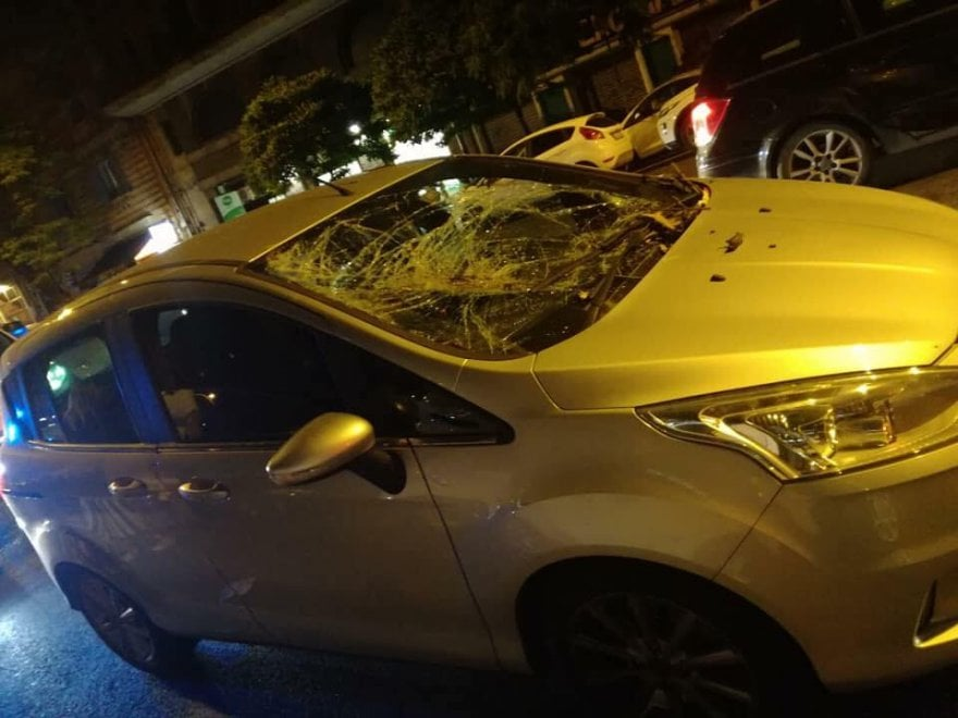 Roma, albero si schianta su auto con una donna incinta in Prati