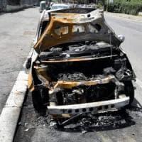 Ostia, a fuoco l'auto della sorella del consigliere Marsella