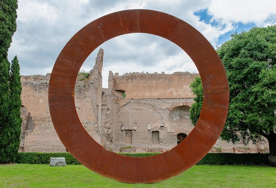Vortici, anelli e cerchi: alle Terme di Caracalla il Sensibile ambientale di Staccioli