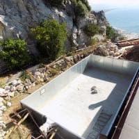 Circeo, sigilli a piscina abusiva scavata nella roccia: denunciato proprietario villa