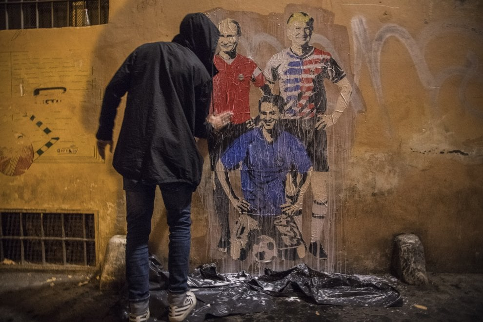 Roma, spunta il 'Tridente': nuovo murale di TvBoy con Putin, Trump e il premier Conte