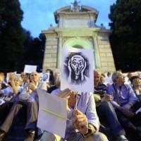 Roma, la protesta dei residenti di Trastevere contro la movida: