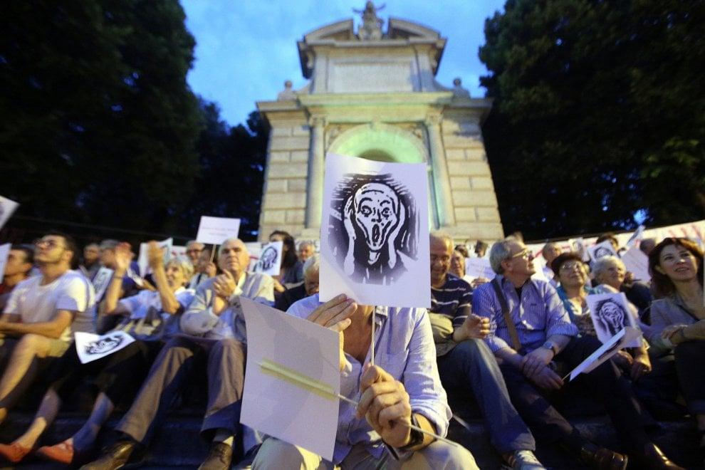 """Roma, la protesta dei residenti di Trastevere contro la movida: """"Il quartiere sta morendo"""""""