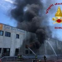 Monterotondo, a fuoco capannone industriale