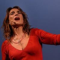 Lina Sastri canta e recita per beneficenza