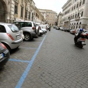 Roma, rivoluzione strisce blu: 3 euro l'ora in centro, abbonamenti addio