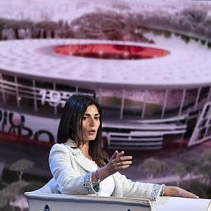 """Inchiesta stadio Roma, Raggi ascoltata di nuovo in procura. Bonafede: """"Lanzalone scelto da sindaca"""""""