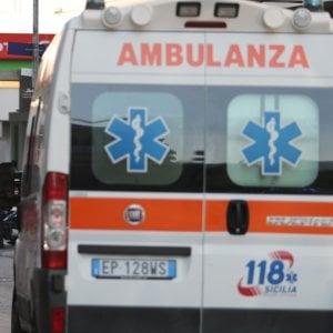 Roma, provoca un incidente con mamma e bimbe ferite e scappa. Fermato
