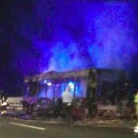 Roma, bus a fuoco sulla Magliana: era fuori servizio: Nessun ferito