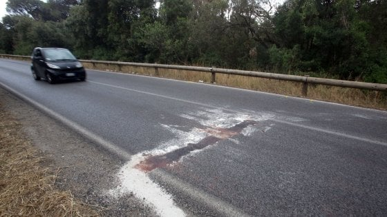 Roma, ancora sangue sulle strade: frontale sulla Colombo. Muore centauro: era senza casco