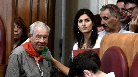 """Stop a via Almirante, Campidoglio approva 'contro mozione' dei 5S: """"Roma è antifascista"""""""