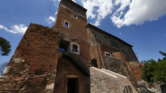 Pecore, modelle e archeologia nel casale restaurato il mito dell'Appia