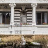 Degrado a Roma, al quartiere Coppedè la fontana delle Rane è piena di vegetazione