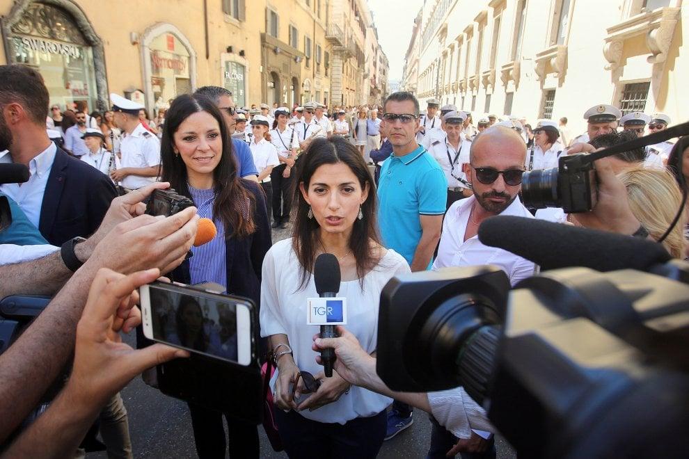 """Roma, pedonalizzato tratto di via del Corso. Raggi: """"Restituito ai cittadini"""""""