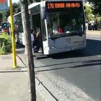 Roma, sperimentazione tornelli su bus ma sul cartello il numero della linea è sbagliato