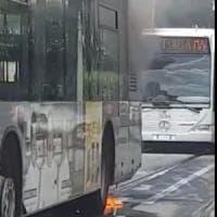 Roma, principio di incendio su bus  in viale Regina Elena: nessun ferito