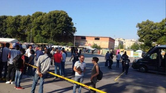 Migranti: controlli e sgomberi alla tendopoli dietro la Stazione Tiburtina