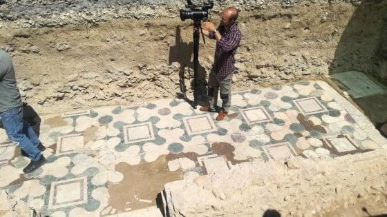 Marmi, tombe e costruzioni circolari: a Ponte Milvio riaffiora l'ultimo mistero di Roma Antica
