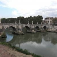 Roma, Raggi: non c'è emergenza sete Ma dà l'ok al Tevere potabile