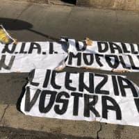 Roma, minacce e striscioni di Forza Nuova ai titolari della Locanda Rigatoni