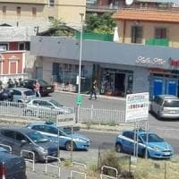 Roma, spari alla Borghesiana terrore tra i passanti