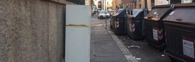 """La sindaca: """"Abbandonate ogni giorno in strada  oltre 20 tonnellate di rifiuti ingombranti"""""""