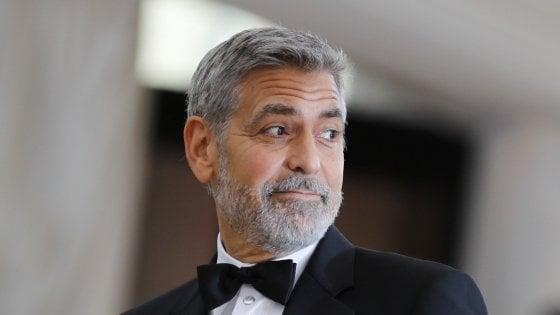 """Sgarbi contro Clooney: """"Ha lasciato Sutri sporca, torni a ripulire"""""""