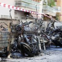 Roma, Balduina, incendio in autorimessa, 13 motorini e due auto in fiamme