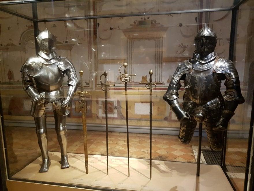 """Roma,  """"Armi e potere"""" a Castel Sant'Angelo e Palazzo Venezia, tra spade e balestre del '500"""