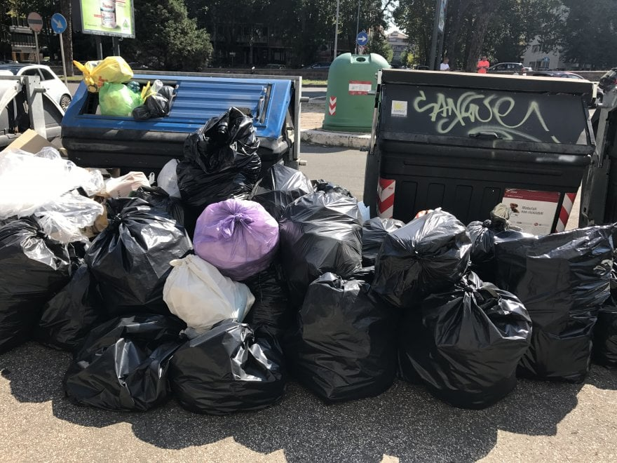 Roma, Garbatella, rifiuti e degrado