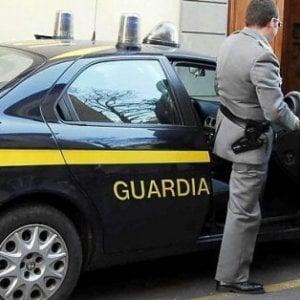 Fecero bruciare un'auto della Gdf a Nettuno: due arresti