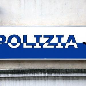 """""""Suo figlio è stato arrestato"""": si finge poliziotta e cerca di truffare anziana a Roma"""