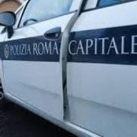 Roma, scontro auto-moto sulla via del Mare: muore centauro