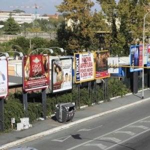 Roma, cinquemila cartelloni abusivi. Il Campidoglio non li rimuove