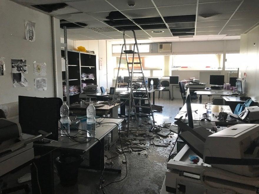 Roma crolla controsoffitto in procura stanza allagata for Stanza ufficio roma