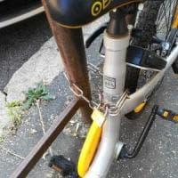 Roma, bike sharing: sosta selvaggia con lucchetto