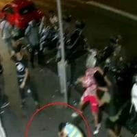Roma, aggredivano vittime con calci e pugni e le rapinavano, due in manette