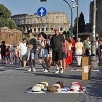 Roma, controlli estivi Gdf al Colosseo: abusivismo e bottigliette d'acqua