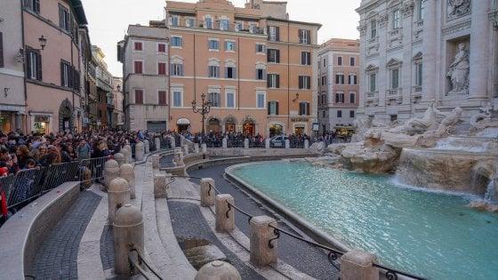Roma turisti canadesi fanno il bagno nella fontana di trevi multati - Bagno fontana di trevi ...