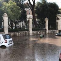 Nubifragio e grandine a Roma, allagamenti e disagi: chiusa metro Flaminio