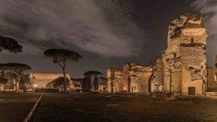 Roma, giochi di luce e passeggiate nei sotterranei: al via le visite notturne alle Terme di Caracalla