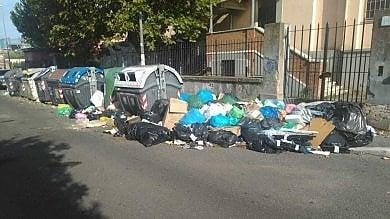 Raccolta rifiuti al collasso: Ostia e Acilia invase dall'immondizia. Salta il porta a porta